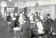 Angehende Kaufleute in Luzern beim Maschinenschreiben (um 1930). (Bild: KV Luzern)