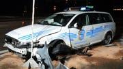 Der Raser rammte auf seiner Fahrt auch ein Polizeiauto. (Bild Kantonspolizei BL)