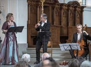 Sara Jäggi (Sopran), Pius Strassmann (Blockflöte) und Thomas Goetschel (Gambe) als Teil der Barockband. Bild: Boris Bürgisser (26. März 2017)