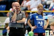 Zug-Trainer Damian Gwerder und Nina von Polanen ist die Enttäuschung anzusehen. (Bild: Philipp Schmidli)