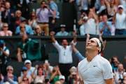 Wird von seinen Gefühlen übermannt: Roger Federer. (Bild: Adrian Dennis/AFP (Wimbledon, 16. Juli 2017))