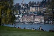 Blick auf die Hotels Palace und Montana. (Bild: Nadia Schärli (Luzern, 30. März 2017))