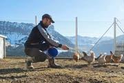 Oben: Bergbauer Andreas Wyss (38) auf seinem Hof in Marbach. Unten: Landwirt Thomas Oehen (42) aus Aesch bei einem seiner Boskop-Hochstammbäume. (Bilder Dominik Wunderli / Nadia Schärli)