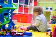 Der Regierungsrat glaubt nicht an schlechtere Arbeitsbedingungen und einen Abbau bei der Kinderbetreuung bei einer Auslagerung der Kita des Luzerner Kantonsspitals. (Symbolbild: LZ)