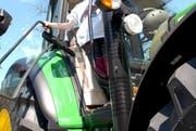 Der Junge fiel am Montagnachmittag aus noch ungeklärten Gründen vom Traktor. (Bild: Archiv / Neue LZ)