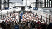 Pendler im Bahnhof Luzern. (Bild: Manuela Jans / LZ)