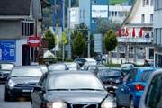 Der tägliche Stau am Feierabend ist in Hochdorf garantiert. (Bild: Dominik Wunderli (Neue LZ))
