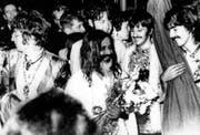 Maharishi Mahesh Yogi trifft die Beatles 1967 in Wales. (Bild Keystone)