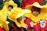 «Auf der Blumenwiese» war das Motto der diesjährigen Kinderfasnacht in Sachseln. (Bild: Marion Wannemacher / Neue OZ)