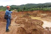 Der Forscher Adolf Peretti bei geologischer Feldarbeit in Mogok in Burma. (Bild: PD)