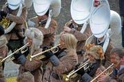Die «Knokker, Pfaffnau» schränzen, tröten und posaunen. (Bild: Pius Amrein / Neue LZ)