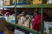 Blick in eine Kleider-Boutique. Hier können sich Asylsuchende mit Kleidern eindecken. (Bild: Dominik Wunderli (Glaubenberg, 1. Oktober 2016))