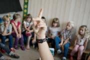 Rituale sollen den Zusammenhalt unter Schülern stärken. (Symbolbild Neue LZ)