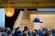 Alt Bundesrat Moritz Leuenberger hielt gestern im ehemaligen Landessender Beromünster vor rund 100 Personen eine Rede zur Energiepolitik. (Bild Pius Amrein)
