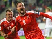 Der Jubel von Siegern: Haris Seferovic und Xherdan Shaqiri freuen sich über den Treffer zum 1:0. (Bild: KEYSTONE/AP MTI/TAMAS KOVACS)