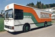 Während des Umbaus kann im Städtli im nostalgischen Migros-Wagen eingekauft werden. (Bild: pd)