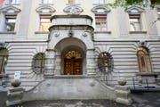Der Haupteingang zum Luzerner Stadthaus. (Bild: Urs Flüeler / Keystone)