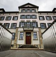 Das architektonisch bedeutende Schulhaus Athene symbolisiert den Wandel des Zuger Schulwesens. (Bild: Stefan Kaiser)