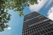Im obersten Stock des Park Tower besitzt die Stadt ein Recht, das sie gerne verkaufen würde. (Bild: Maria Schmid (29. Juli 2016))