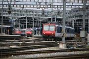 Die Bahnhofeinfahrt Luzern ist stark ausgelastet. Ein Tiefbahnhof würde laut SBB die Situation entschärfen. (Bild Nadia Schärli/Neue LZ)