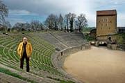 Daniel Trolliet, Bürgermeister von Avenches will das Projekt «Canton Marittimo» vorantreiben. Auf dem Bild zu sehen ist er beim bekannten Amphitheater seiner Gemeinde. (Bild Pius Amrein)