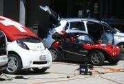 Die Autos halten in Baar, um ihre Batterien zu laden. (Bild: Stefan Kaiser (Baar, 17. Juni 2017))