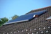 Eine Möglichkeit zum Ersatz von Öl- und Gas-Heizungen: Eine thermische Solaranlage. (Bild: PD)