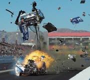 Der 10 000 PS starke Motor von John Forces Funny Car explodiert in voller Fahrt. (Bild: Will Lester/Keystone (Chandler, AZ, 26. Februar 2018))