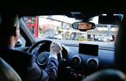 Hat die Verkehrsregeln im Blick: Fahrlehrer Sven Meier. (Bild Stefan Kaiser)