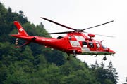 Auch ein Helikopter der Schweizerischen Rettungsfluggesellschaft (Rega) kam zum Einsatz. (Symbolbild Rega)