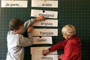 In anderen Kantonen üblich: Primarschüler lernen an der Schule Französisch. (Bild: Archiv Neue ZZ)