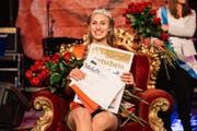 Die frisch gekrönte Königin Anna Lang auf ihrem Thron. (Bild: pd (Weggis, 2. Juli 2017))
