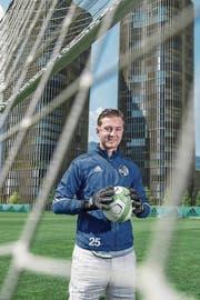 Noah Schnarwiler (18) spielt bei der U21 des FCL – und hat die Lehre zum Betreuer absolviert. (Bild: Boris Bürgisser (Luzern, 20. Juni 2017))