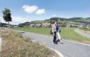 Auf der Wiese im Gebiet Zimel soll ein neues Quartier entstehen. Über den Bebauungsplan gibt es in Unterägeri eine Volksabstimmung. (Archivbild Werner Schelbert / Neue ZZ)