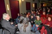 Emil im Gespräch im gut besuchten Kino in der «Brotfabrik» in Berlin-Weissensee. (Bild: Ricardo Tarli)