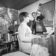 Das erste Free-Jazz Konzert am 13. Februar 1968: Das Pierre Favre Trio mit Irène Schweizer (Piano), Pierre Favre (Drums) und Jiri Mráz (Bass). (Bild Josef Schaller)