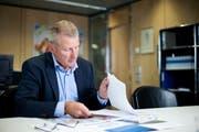 Archivbild: Heinz Tännler, Zuger Regierungsrat (SVP) in seinem Büro. (Bild: Stefan Kaiser)