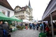 Am Rosengart-Platz, zwischen Kapellbrücke und St.-Peters-Kapelle, soll die Beschuldigte 2013 unerlaubterweise einen Marktstand aufgestellt haben. (Bild Manuela Jans)
