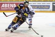 Zahlreiche EVZ-Stars, darunter auch Josh Holden (Bild), beehren am 30. Oktober Eishockeyklubs. (Bild: Keystone)