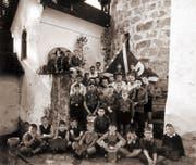 Die Krienser Jungwacht-Schar im Gründungsjahr 1956 bei der Kapelle des Schlosses Schauensee. (Bild: PD)