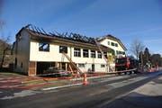Das vom Feuer beschäfigte Gebäude. (Bild Corinne Glanzmann/Neue LZ)
