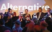 Die AfD-Spitzenkandidatin Alice Weidel feiert ihren Triumph. (Bild: EPA)