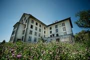 Die Steinermühle in Alberswil ist baufällig. Nun wollen drei Unternehmer aus der Region Millionen in das 1865 erstellte Gebäude investieren. (Bild: Pius Amrein / Neue LZ)