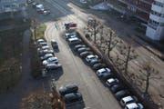 Der Parkplatz vor dem Verwaltungsgebäude Emmen. (Bild: emmen.ch)