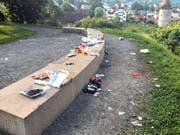 So sah es am Dienstag auf dem Stadtzuger Aussichtspunkt Guggi aus: die Überreste der Feier vom 1. August. (Bild: PD)