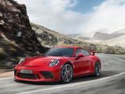 Im vergangenen Jahr hat der Sport- und Geländewagenhersteller Porsche Gas gegeben. 2017 soll es jedoch nur noch mässige Zuwächse bei Auslieferungen und Umsatz geben. (Bild: KEYSTONE/PPR/OBS/PORSCHE SCHWEIZ AG/PORSCHE)