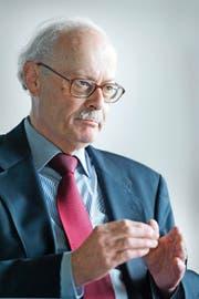 Ernst Baltensperger hat wiederholt die Nationalbank beraten. SNB-Präsident Thomas Jordan war sein Assistent an der Uni Bern. (Bild Dominik Wunderli)