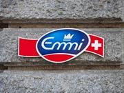 Logo am Hauptsitz von Emmi in Luzern (Archiv) (Bild: KEYSTONE)