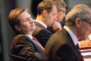 Finanzdirektor Marcel Schwerzmann (links) und Bildungsdirektor Reto Wyss während der letztjährigen Budgetdebatte im Luzerner Kantonsratssaal. Bild: Jakob Ineichen (Luzern, 7. Dezember 2015)