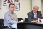 Trainer Rolf Fringer (links) und FCL-Präsident Walter Stierli beim Interview mit der Neuen Luzerner Zeitung. (Bild Corinne Glanzmann/Neue LZ)